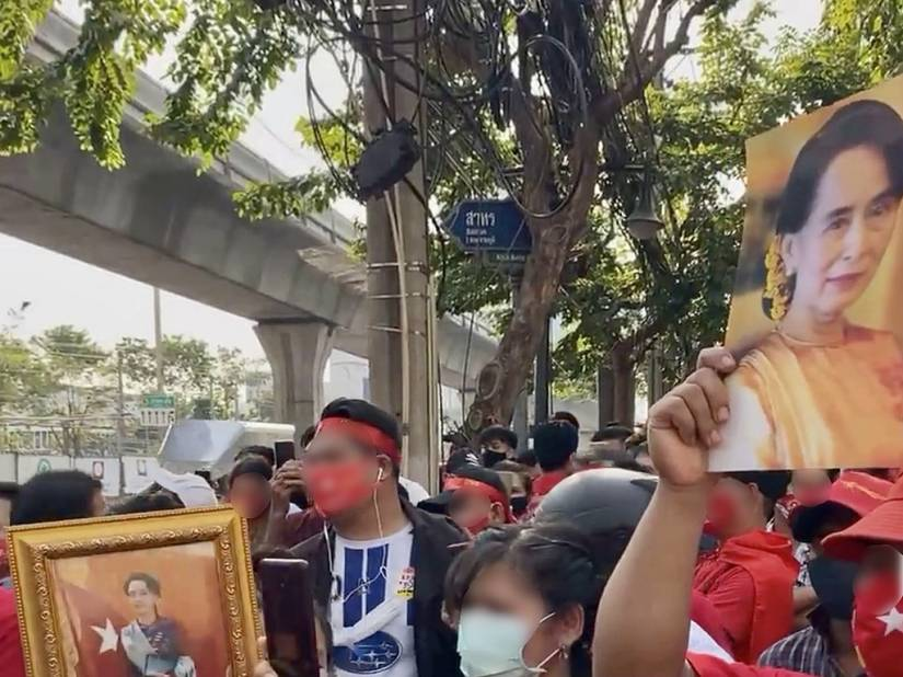 Protesters in Thailand oppose the detention of Aung San Suu Kyi