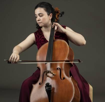 Mafalda Santos plays her cello