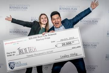 Kali Barnes and Eric Chiang pictured with the Best Life Sciences Startup Prize