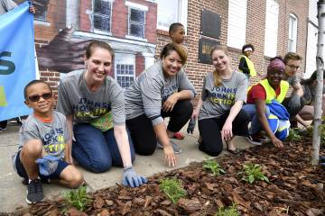 Volunteers mulch