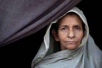 An older Rohingya woman