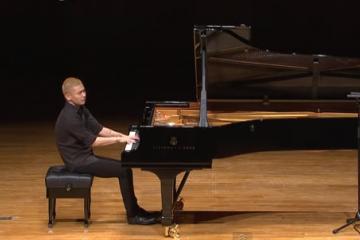 Ji-Yong plays Bach