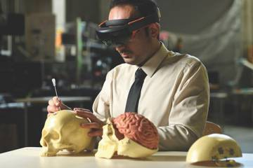 Surgeon uses mixed reality headset