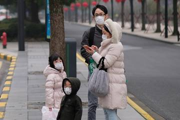 Family in Shanghai wears protective face masks