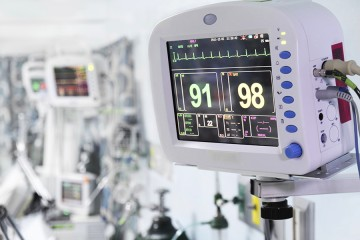 Heart monitor and other medical devices in a hospital ICU
