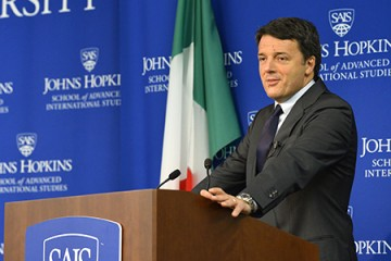 Matteo Renzi at SAIS podium with Italian flag visible in background