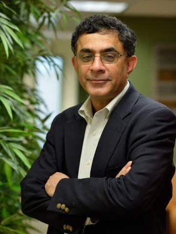 Davesh Kapur Headshot