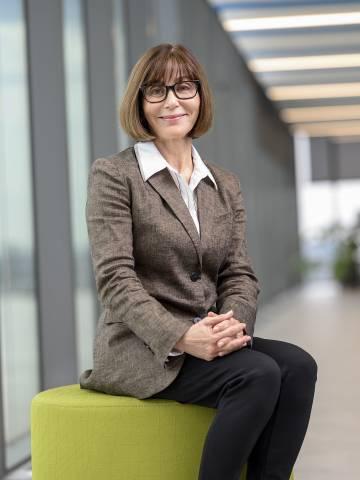 Kathleen Sutcliffe Headshot