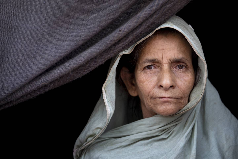 An older Rohingya woman