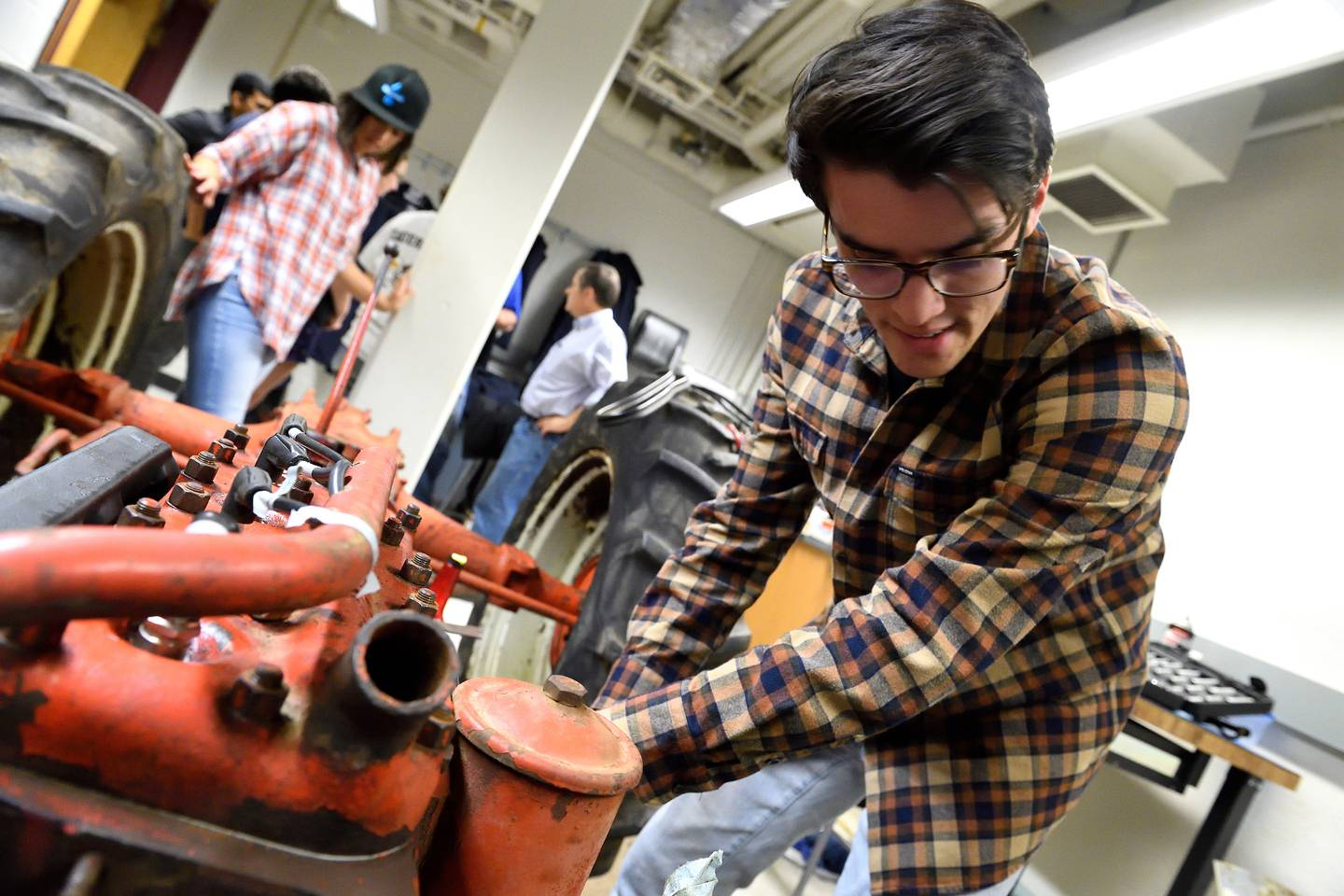 Antique tractor gets students' gears turning | Hub