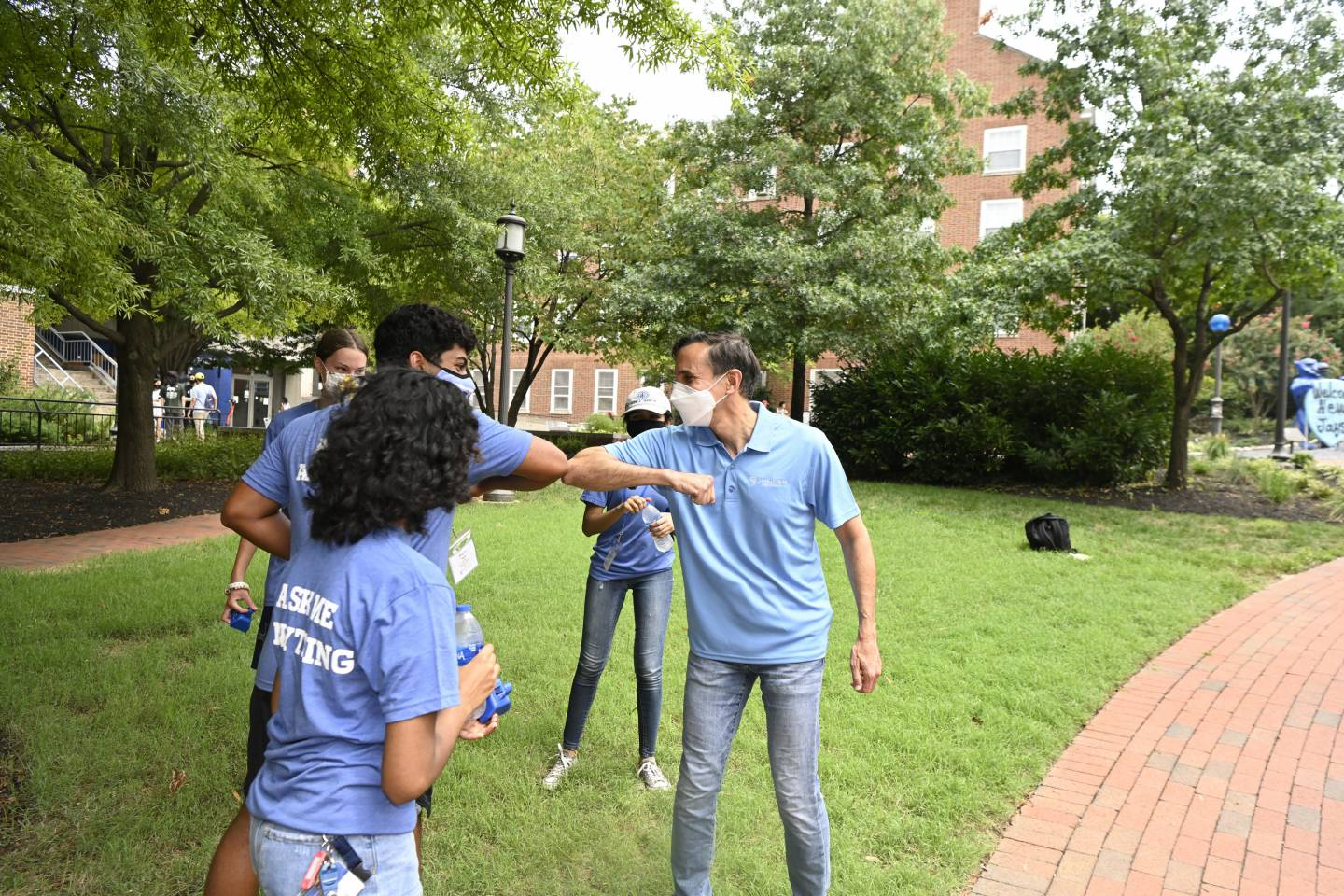 President Ron Daniels greets First Year Mentors