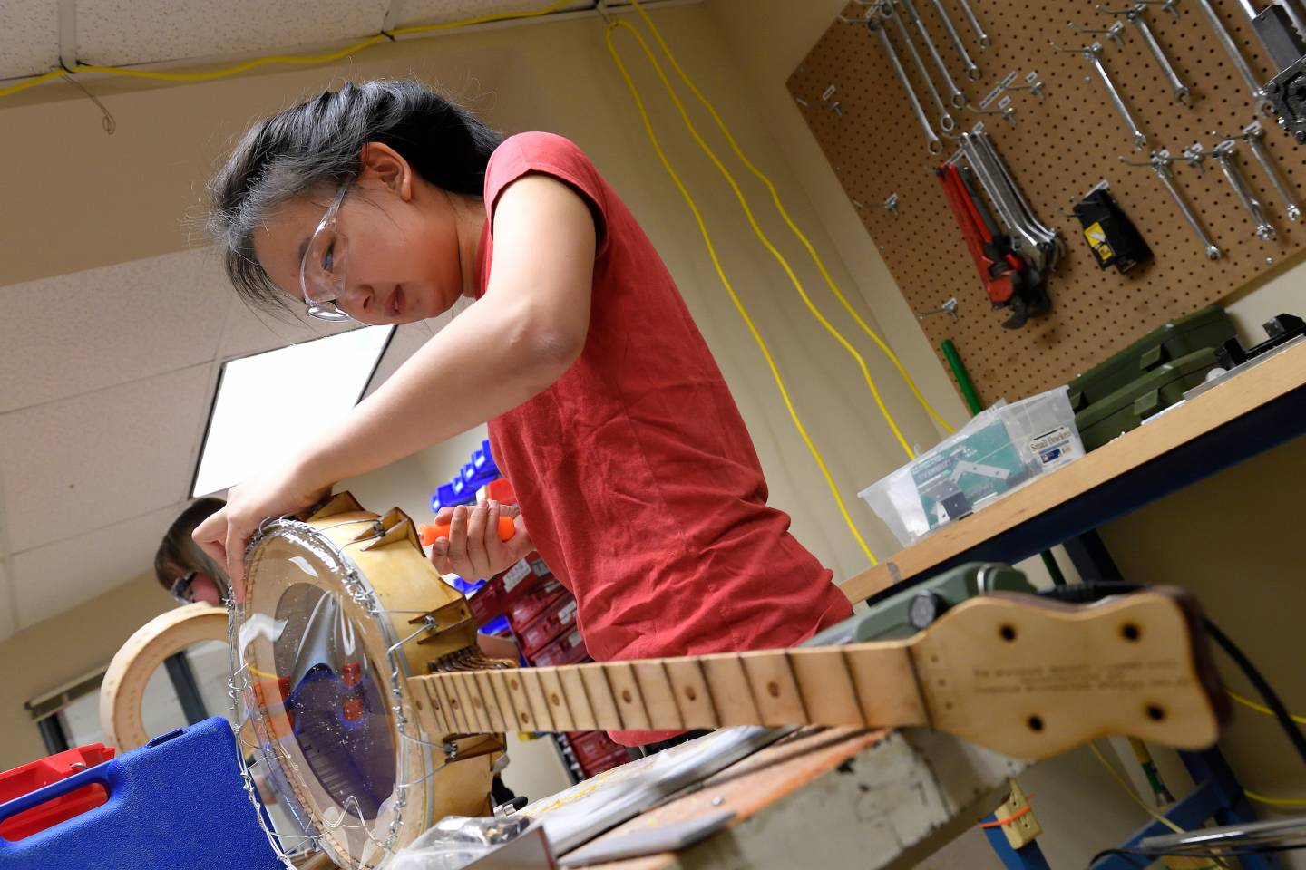 A student builds her own banjo