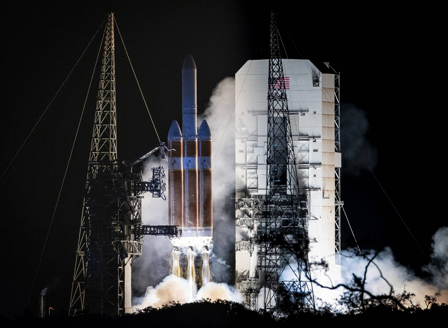 Delta IV Heavy rocket lifts off