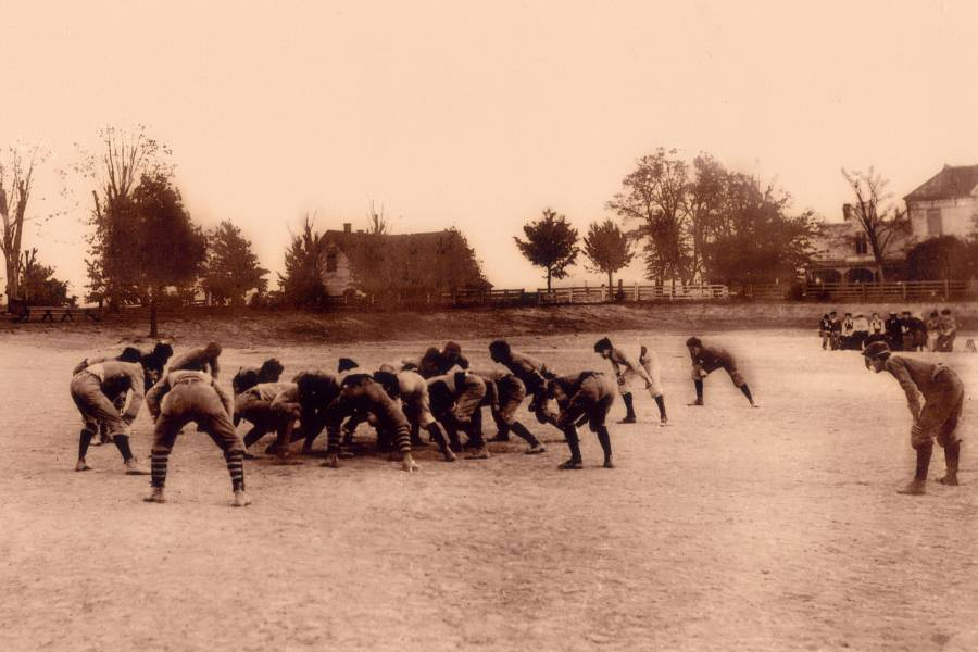 Old-fashioned photo of football players