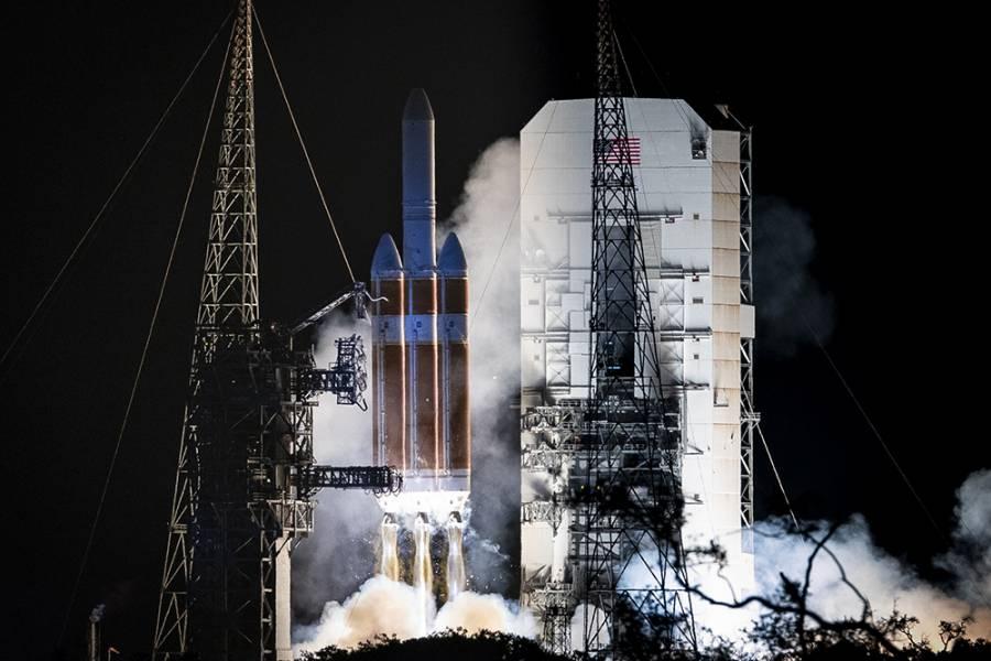 Delta IV Heavy rockets blast off