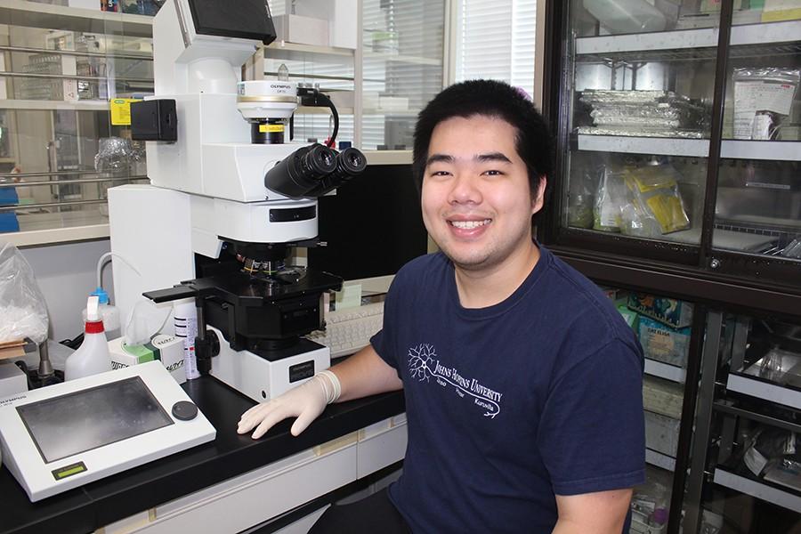 Duy Phan in neuroscience lab