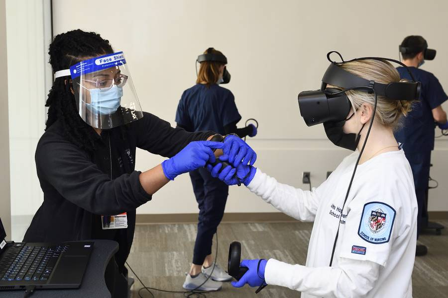Nursing students use VR to simulate medical emergencies