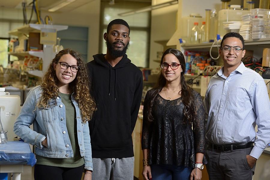 Carolina Gracia Diaz, Lewis Bennett, Carla Quinones Jurgensen, and Sebastian Perez pose in a laboratory
