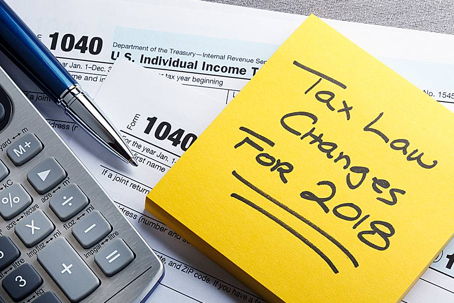1040 tax form and note saying 'Tax Law Changes for 2018'