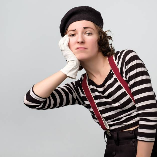 Mime leans on an invisible box